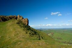 Caer Caradoc,火山的英国和威尔士小山的岩石 免版税库存图片