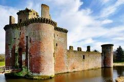 Caerlaverock城堡和护城河。 免版税库存照片