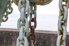 Caernarfon - αποβάθρα Βικτώριας, παλαιός λιμενικός γερανός στοκ φωτογραφία