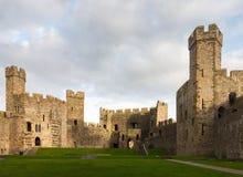 Caernarfon-Schloss-Innenwände Stockbilder