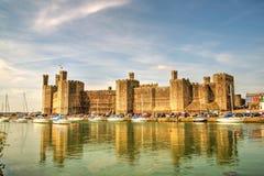 Caernarfon-Schloss (Waliser: Castell Caernarfon) Lizenzfreie Stockbilder