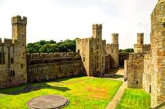 Caernarfon-Schloss (Waliser: Castell Caernarfon) Lizenzfreie Stockfotos