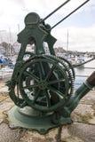 Caernarfon - Victoria Dock, guindaste dockside velho foto de stock