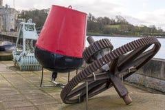 Caernarfon - Victoria Dock, guindaste dockside velho fotos de stock