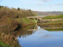 Caerphilly护城河和桥梁在自然风景在南威尔士 U K 免版税图库摄影