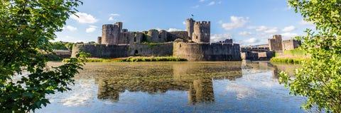 Caerphilly-Schloss, Wales lizenzfreie stockbilder