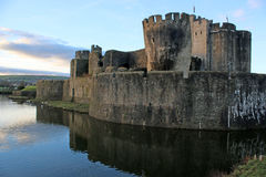 Caerphilly-Schloss, Wales lizenzfreie stockfotos