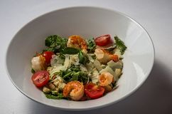 caesar γαρίδες σαλάτας στοκ εικόνα