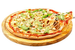 Caesar Pizza mozzarellaost, Caesar sås, isberggrönsallat, parmesan royaltyfri foto