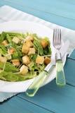 Caesar sałatka na lato pyknicznym stole Zdjęcie Stock