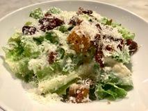 Caesar Salad gourmet Plat frais de salade Fin vers le haut photographie stock libre de droits