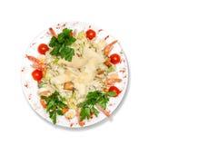 Caesar-Salat auf einem Holztisch Lizenzfreies Stockfoto