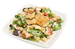 Caesar-Salat auf einer Platte Lizenzfreie Stockfotos
