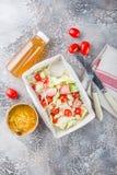 Caesar-Salat mit Lachsen Stockfoto