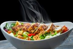Caesar sallad gjorde ââof nya grönsaker Arkivfoton