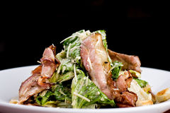 Caesar sallad med bacon royaltyfria bilder