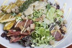 Caesar sallad med höna och bacon 10 Royaltyfria Foton