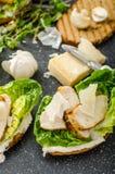 Caesar sallad på paninirostat bröd Arkivbilder