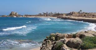 Caesarea hamnsikt arkivfoto