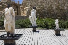 Caesarea hamnvägg royaltyfri bild