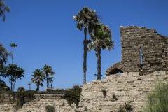 Caesarea hamnvägg royaltyfri foto