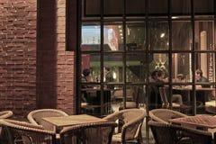 Café in de avond Stock Foto