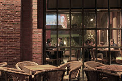 Café i aftonen Arkivfoto