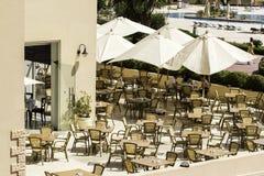 Café am Poolside Lizenzfreie Stockfotografie