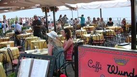 Cafès al aire libre cuadrados 2 de Taormina IX abril foto de archivo libre de regalías