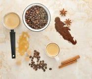Café, açúcar de bastão, anis da especiaria e canela fotografia de stock royalty free