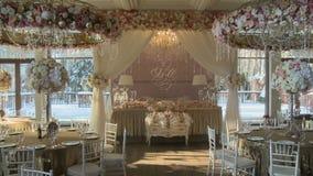 Café adornado con el encanto para el banquete de boda almacen de metraje de vídeo