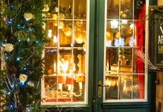 Café adornado para el día de fiesta de la Navidad Fotos de archivo libres de regalías