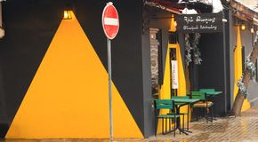 Café al aire libre en Ereván, Armenia fotos de archivo