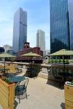 Café al aire libre en la caminata del río de Chicago Fotografía de archivo libre de regalías