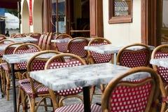 Café ao ar livre parisiense típico Fotografia de Stock