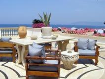 Café auf dem hellenischen Strand Lizenzfreie Stockbilder