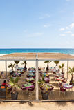 Café auf dem Strand in Barcelona Stockbild