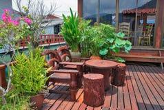 Café auf der Veranda im Fischerdorf des Knalles Bao tropisch Stockfoto