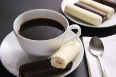 Café avec des bonbons. Photos libres de droits