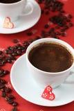 Café avec des coeurs et des café-haricots Image stock