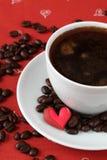 Café avec des coeurs et des café-haricots Image libre de droits