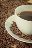 Café avec des grains de café Image libre de droits