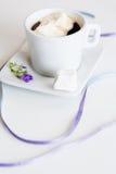 Café avec des guimauves photographie stock libre de droits