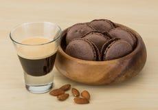 café avec des macarons Image stock