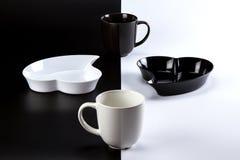 Café avec du lait sur un fond contrastant Images stock