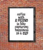 Café avec l'ami écrit dans le cadre de tableau Photographie stock libre de droits