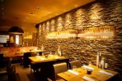 Café avec le mur en pierre Image libre de droits