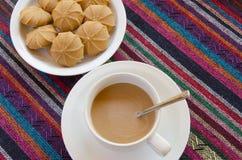 Café avec le plan rapproché de biscuits Photographie stock libre de droits