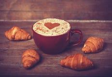 Café avec les croissants français Photo libre de droits