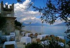 Café azul de la playa del lago foto de archivo